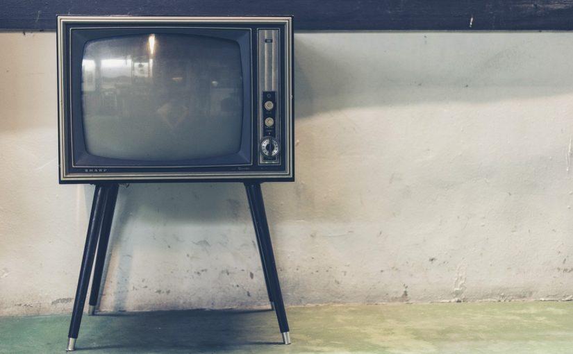 Wspólny wypoczynek przed telewizorem, czy też niedzielne filmowe popołudnie, umila nam czas wolny ,a także pozwala się zrelaksować.